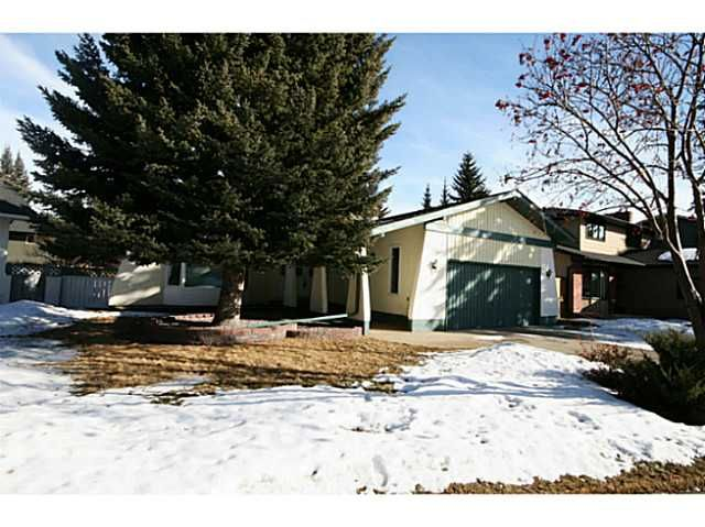 Welcome to 240 Lake Moraine Place SE