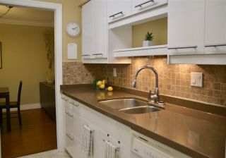 """Photo 4: 301 2320 W 40TH Avenue in Vancouver: Kerrisdale Condo for sale in """"MANOR GARDENS"""" (Vancouver West)  : MLS®# R2431486"""