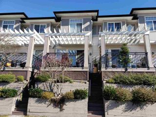 """Photo 2: 32 1010 EWEN Avenue in New Westminster: Queensborough Townhouse for sale in """"WINDSOR MEWS"""" : MLS®# R2343402"""