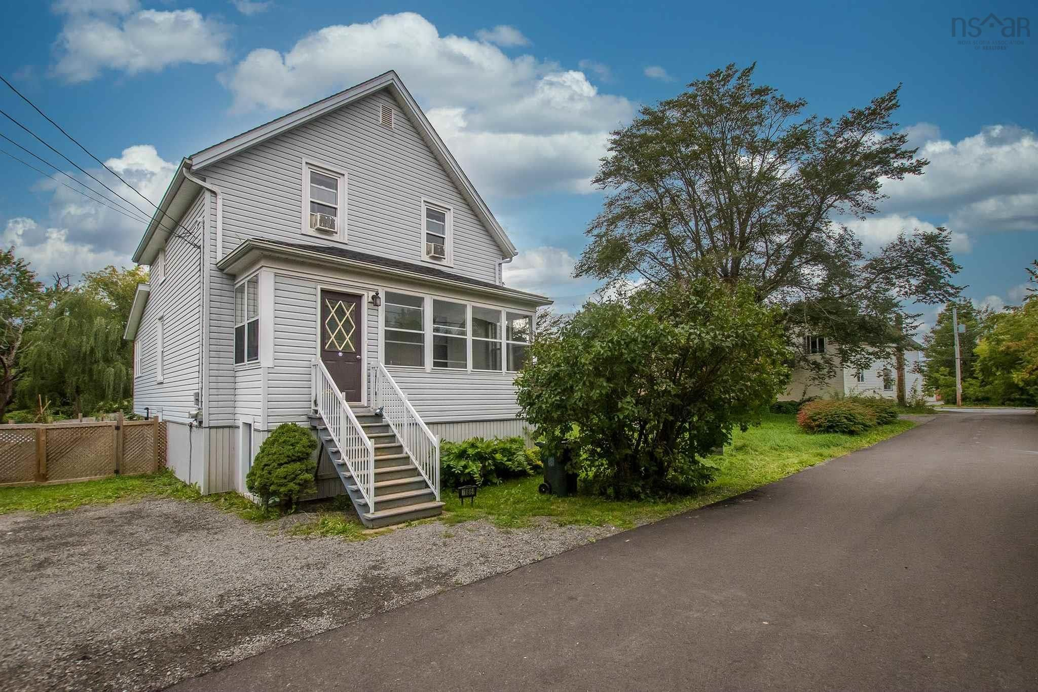 Main Photo: 186 Munroe Street in Windsor: 403-Hants County Residential for sale (Annapolis Valley)  : MLS®# 202123564