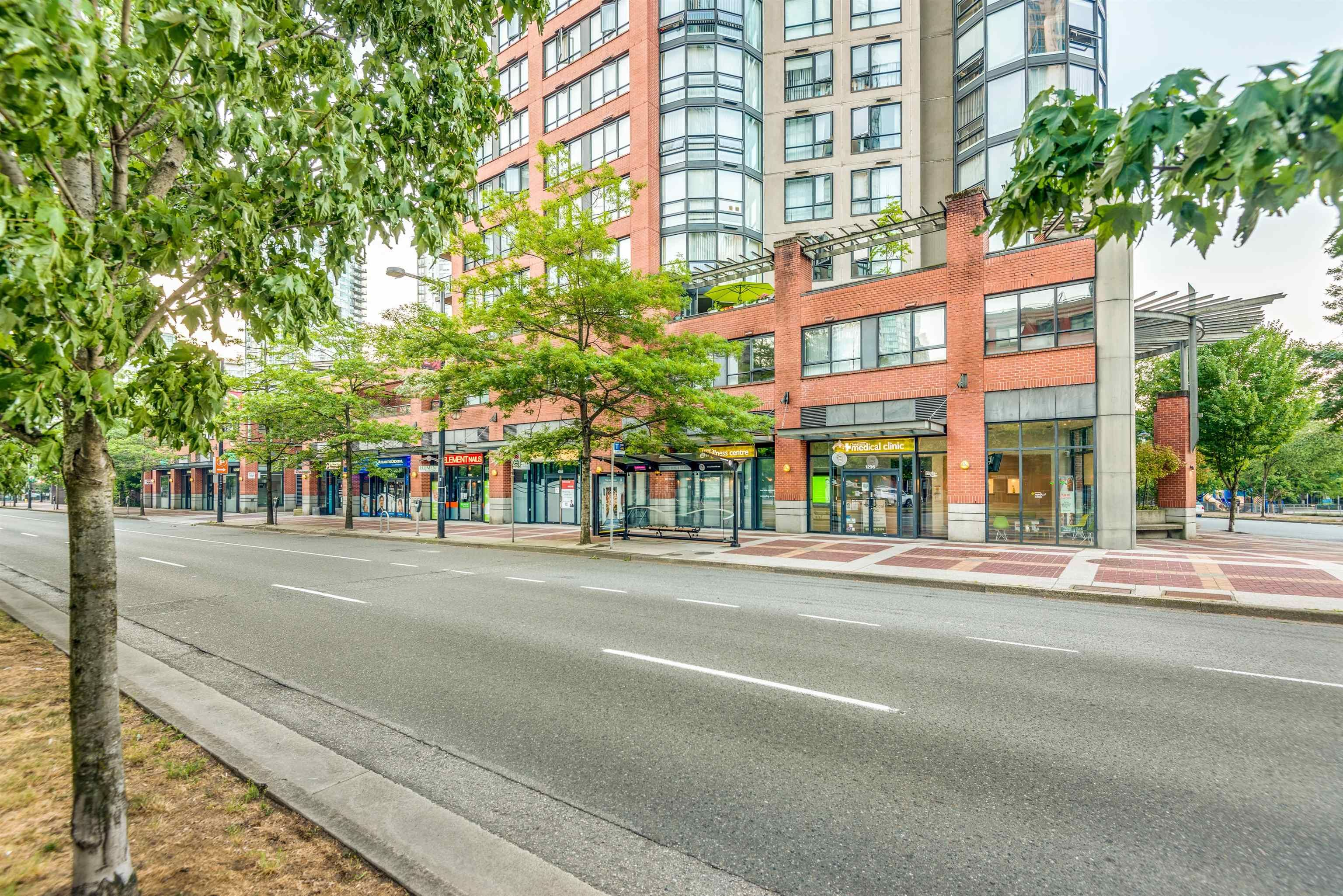 Main Photo: 1296 PACIFIC Boulevard in Vancouver: Yaletown Retail for sale (Vancouver West)  : MLS®# C8040346