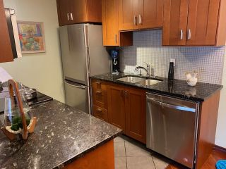 """Photo 5: 313 808 E 8TH Avenue in Vancouver: Mount Pleasant VE Condo for sale in """"Prince Albert Court"""" (Vancouver East)  : MLS®# R2518919"""