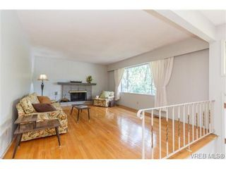 Photo 4: 964 Nicholson St in VICTORIA: SE Lake Hill House for sale (Saanich East)  : MLS®# 732243