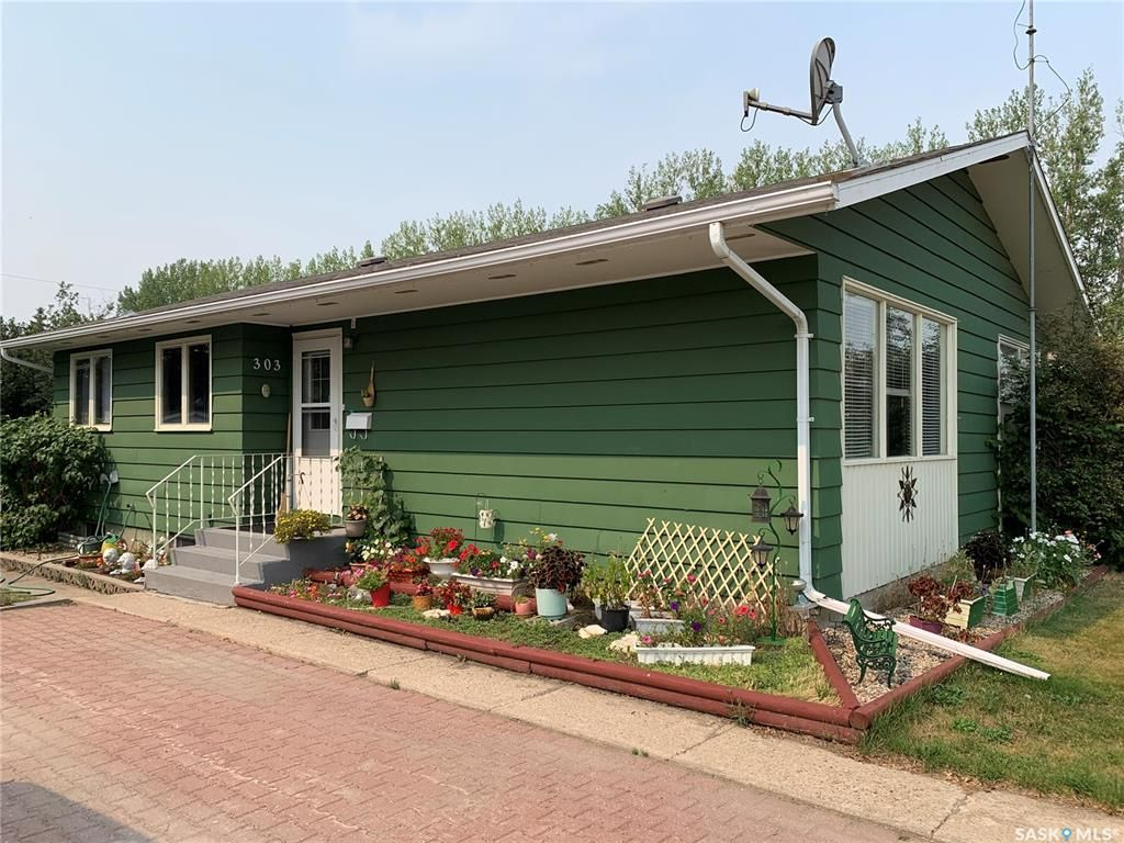 Main Photo: 303 8th Avenue East in Watrous: Residential for sale : MLS®# SK866168