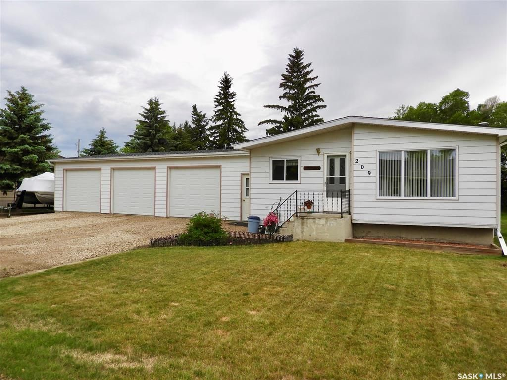 Main Photo: 209 Tiree Street in Colonsay: Residential for sale : MLS®# SK818444