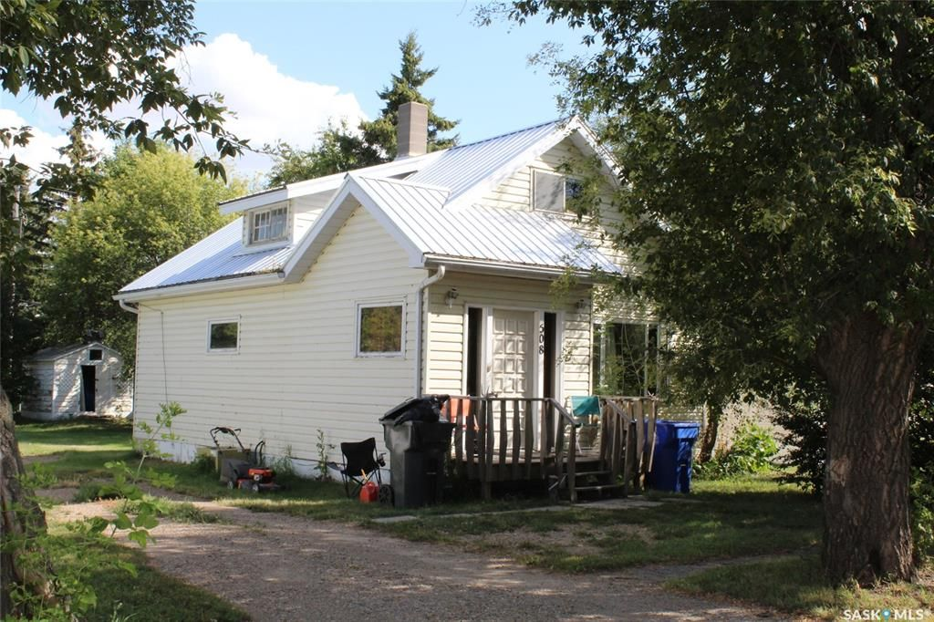 Main Photo: 508 1st Avenue in Lampman: Residential for sale : MLS®# SK824172