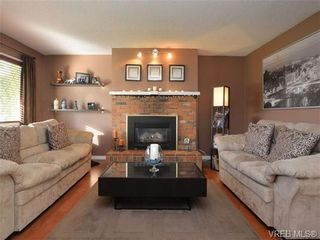 Photo 4: 722 Cameo St in VICTORIA: SE High Quadra House for sale (Saanich East)  : MLS®# 725052