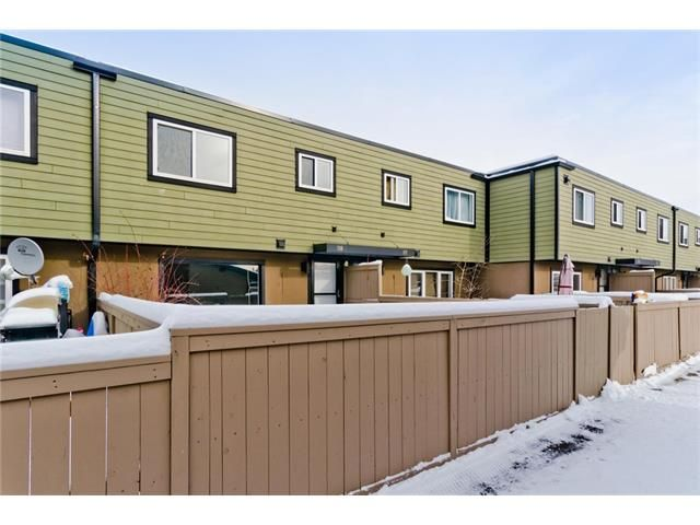 Photo 4: Photos: 118 3809 45 Street SW in Calgary: Glenbrook House for sale : MLS®# C4096404