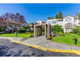 """Photo 3: 404 15991 THRIFT Avenue: White Rock Condo for sale in """"Arcadian"""" (South Surrey White Rock)  : MLS®# R2505774"""