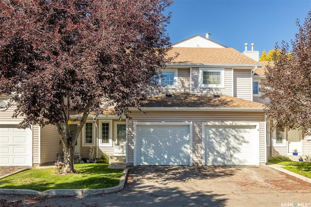 Main Photo: 4 215 Pinehouse Drive in Saskatoon: Lawson Heights Residential for sale : MLS®# SK870011