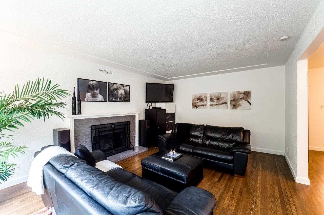 Photo 3: Photos: 1002 CLEMENTS Avenue in North Vancouver: Canyon Heights NV House for sale : MLS®# R2078694