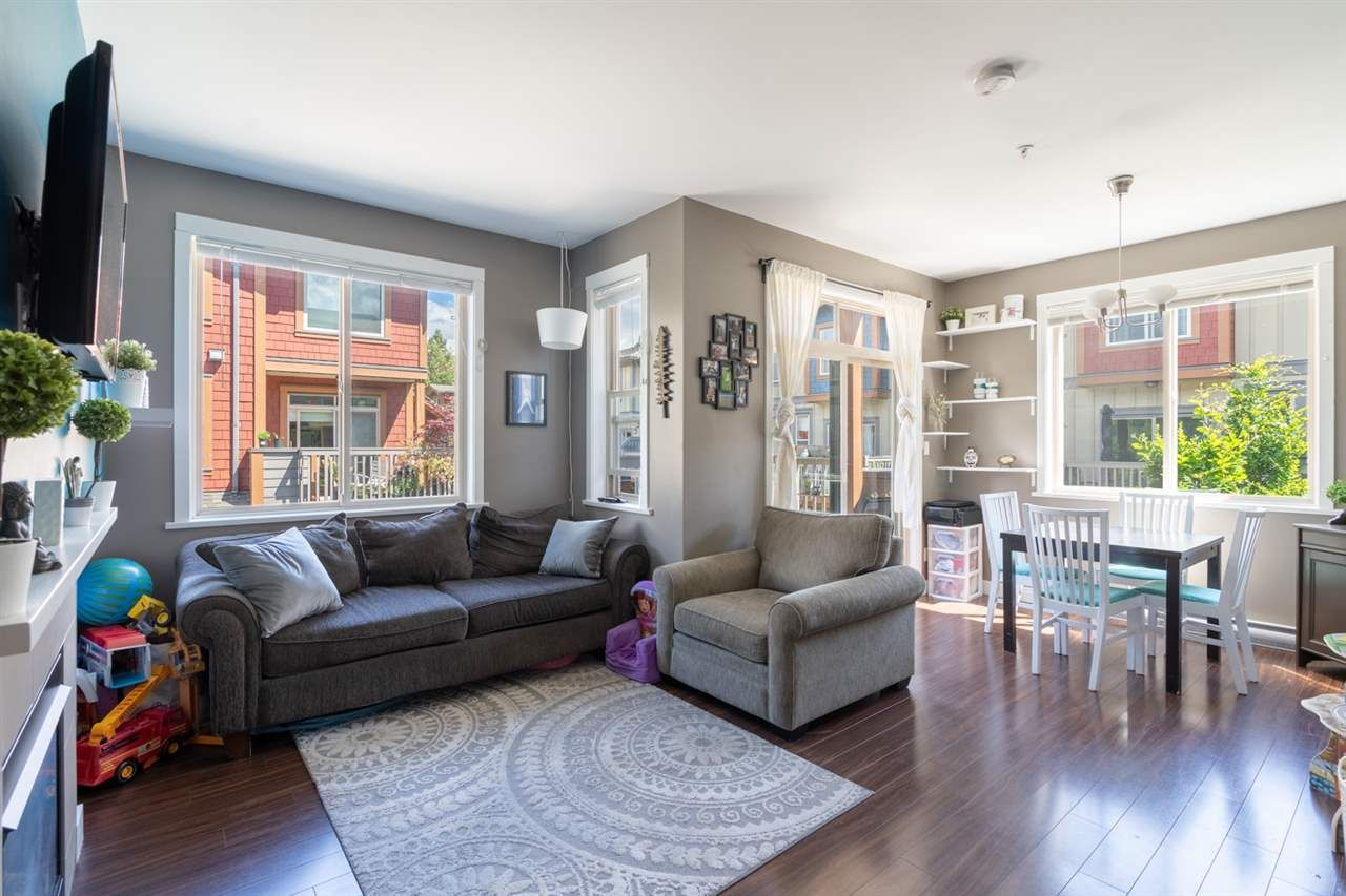 """Main Photo: 13 40653 TANTALUS Road in Squamish: Tantalus Townhouse for sale in """"TANTALUS CROSSING"""" : MLS®# R2462996"""