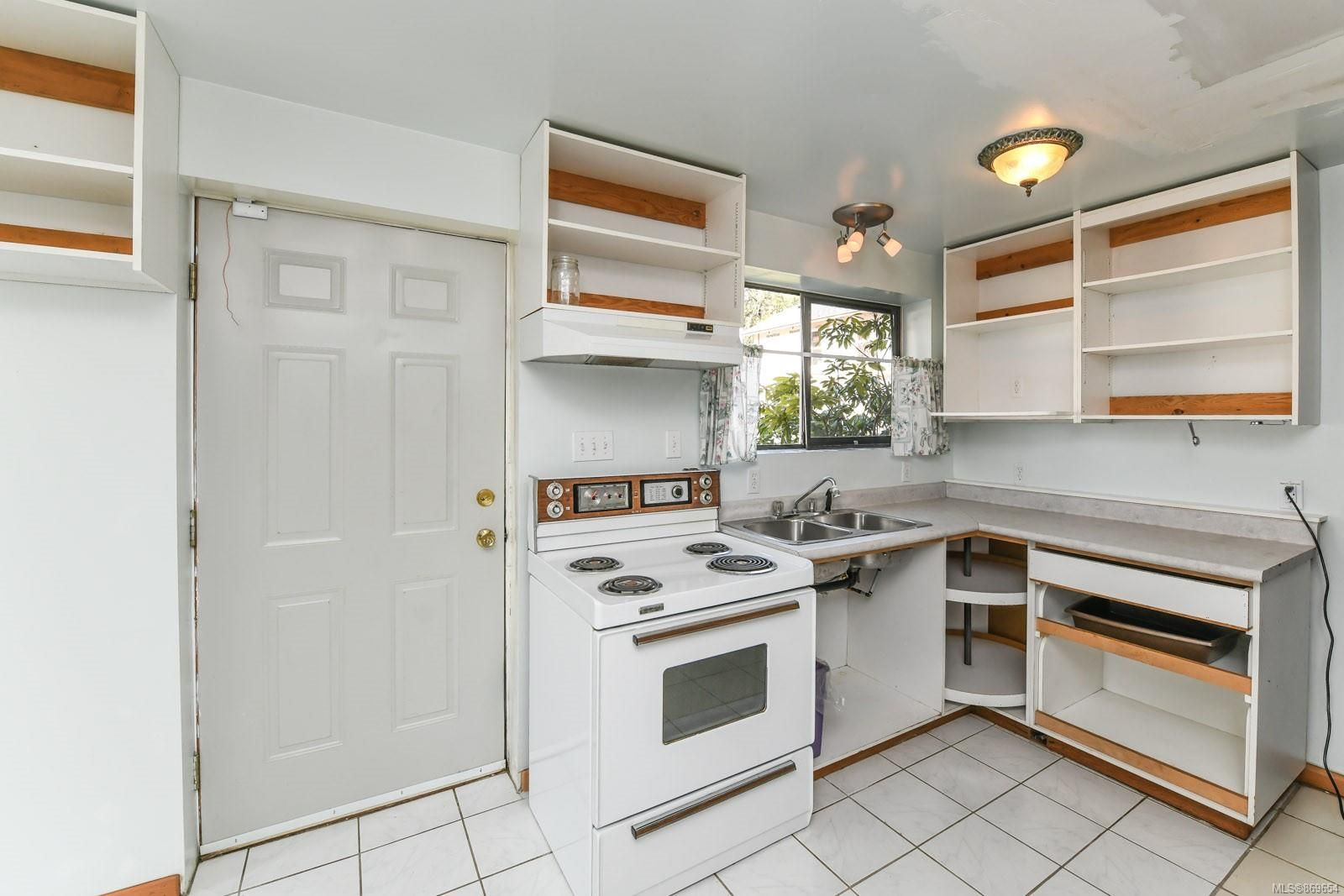 Photo 24: Photos: 4712 Cumberland Rd in : CV Cumberland House for sale (Comox Valley)  : MLS®# 869654