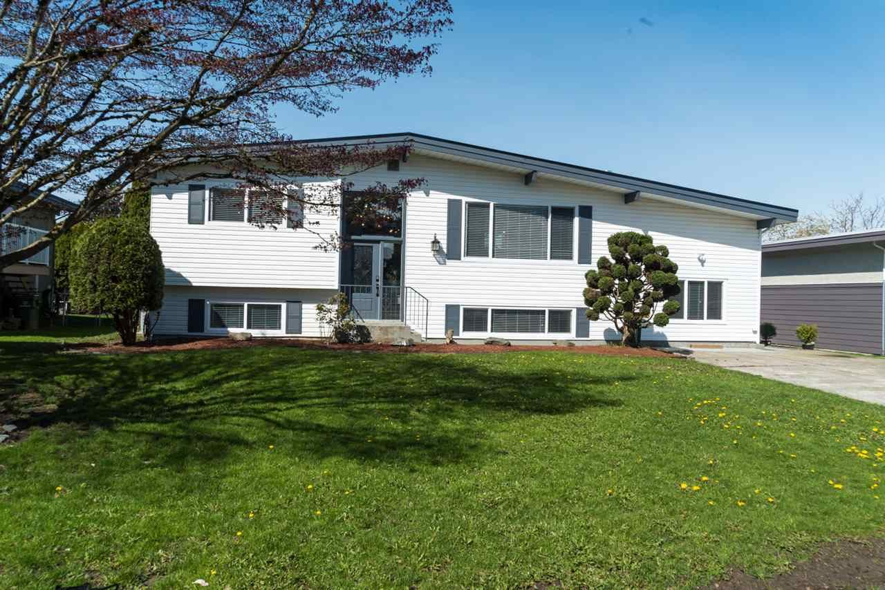 Main Photo: 6045 GLENMORE Drive in Sardis: Sardis West Vedder Rd House for sale : MLS®# R2280670