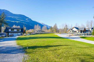 Photo 3: 41605 - 41611 GRANT Road in Squamish: Brackendale House for sale : MLS®# R2520368