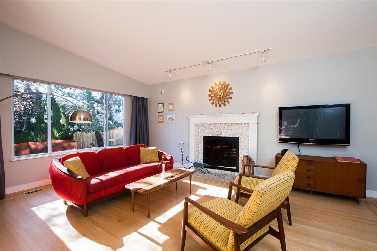 """Photo 4: Photos: 1305 DUNCAN Drive in Delta: Beach Grove House for sale in """"BEACH GROVE"""" (Tsawwassen)  : MLS®# R2565793"""