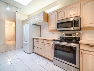 """Photo 19: 305 3766 W 7TH Avenue in Vancouver: Point Grey Condo for sale in """"THE CUMBERLAND"""" (Vancouver West)  : MLS®# R2583728"""
