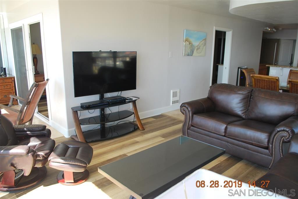 Photo 4: Photos: PACIFIC BEACH Condo for sale : 2 bedrooms : 4767 Ocean Blvd. #801 in San Diego