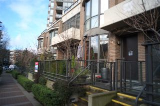 """Photo 1: 162 W 1ST Street in North Vancouver: Lower Lonsdale Townhouse for sale in """"ONE PARK LANE"""" : MLS®# R2024415"""