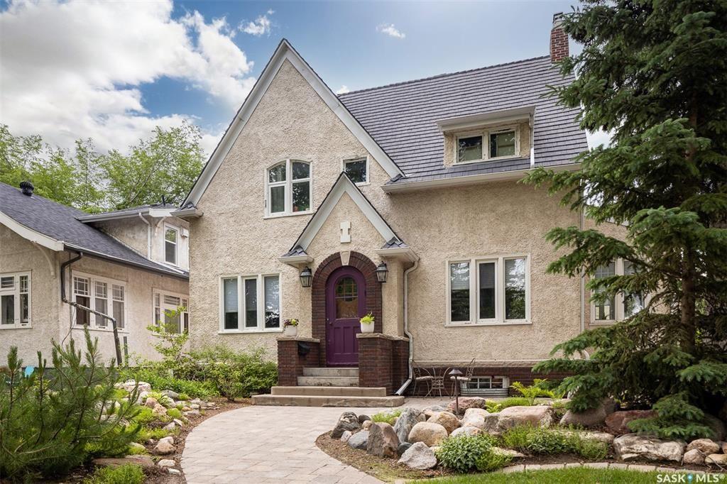 Main Photo: 902 University Drive in Saskatoon: Nutana Residential for sale : MLS®# SK873901