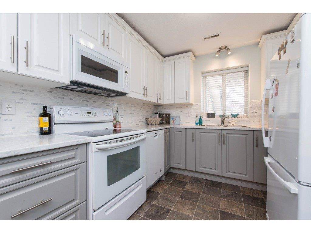 """Main Photo: 36 45435 KNIGHT Road in Chilliwack: Sardis West Vedder Rd Townhouse for sale in """"KEYPOINT VILLA"""" (Sardis)  : MLS®# R2537072"""