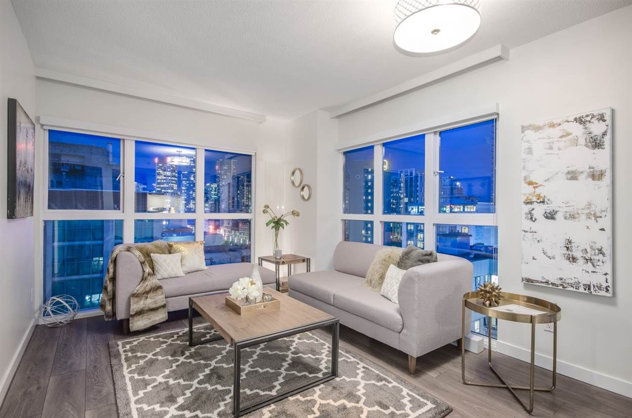 """Main Photo: 807 1188 HOWE Street in Vancouver: Downtown VW Condo for sale in """"1188 HOWE"""" (Vancouver West)  : MLS®# R2162667"""
