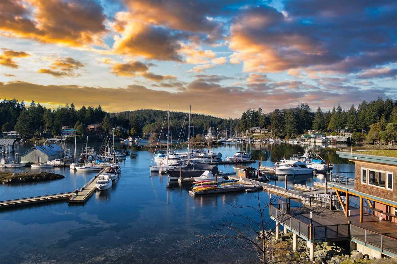 """Main Photo: 30 12849 LAGOON Road in Pender Harbour: Pender Harbour Egmont Townhouse for sale in """"THE PAINTED BOAT RESORT & SPA"""" (Sunshine Coast)  : MLS®# R2546781"""