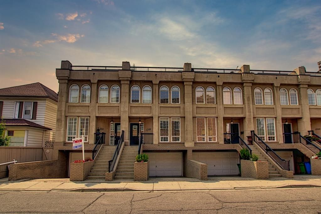 Main Photo: 1715 College Lane SW in Calgary: Lower Mount Royal Row/Townhouse for sale : MLS®# A1134459