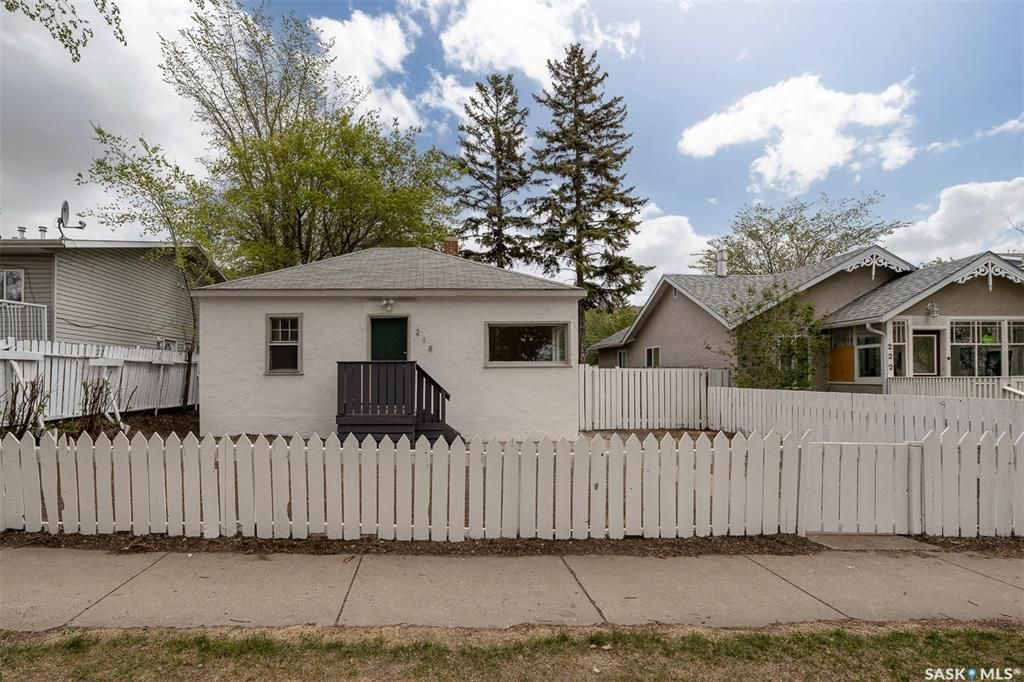 Main Photo: 218 S Avenue South in Saskatoon: Pleasant Hill Residential for sale : MLS®# SK859880