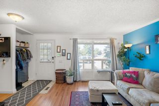 Photo 2: 14 Queen Anne Close SE in Calgary: Queensland Row/Townhouse for sale : MLS®# A1146388
