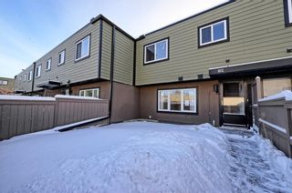Photo 1: 102 3809 45 Street SW in Calgary: Glenbrook House for sale : MLS®# C4165453