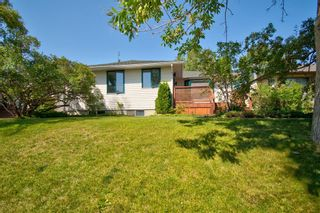 Photo 1: 2404 9 Avenue NW in Calgary: West Hillhurst Detached for sale : MLS®# A1134277
