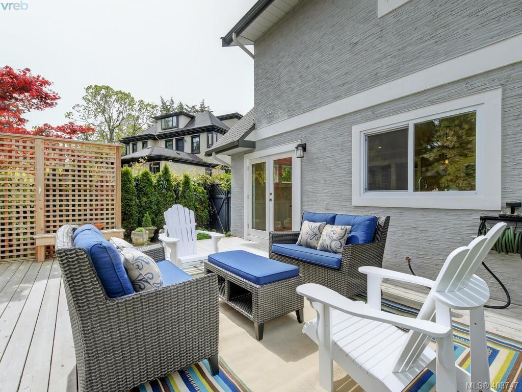 Main Photo: 953 Pattullo Pl in VICTORIA: OB South Oak Bay House for sale (Oak Bay)  : MLS®# 812038