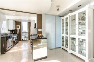 """Photo 7: 2202 1408 STRATHMORE Mews in Vancouver: Yaletown Condo for sale in """"WEST ONE"""" (Vancouver West)  : MLS®# R2432434"""