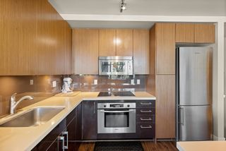 """Photo 7: 302 W 1ST Avenue in Vancouver: False Creek Townhouse for sale in """"FOUNDRY"""" (Vancouver West)  : MLS®# R2625350"""