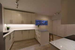 """Photo 15: 928 FINLAY Street: White Rock House for sale in """"Eastbeach"""" (South Surrey White Rock)  : MLS®# R2556381"""