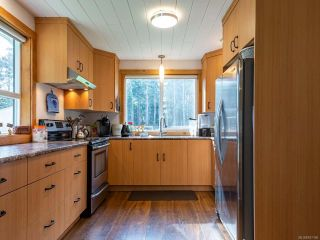 Photo 5: 5581 Seacliff Rd in COURTENAY: CV Courtenay North House for sale (Comox Valley)  : MLS®# 837166