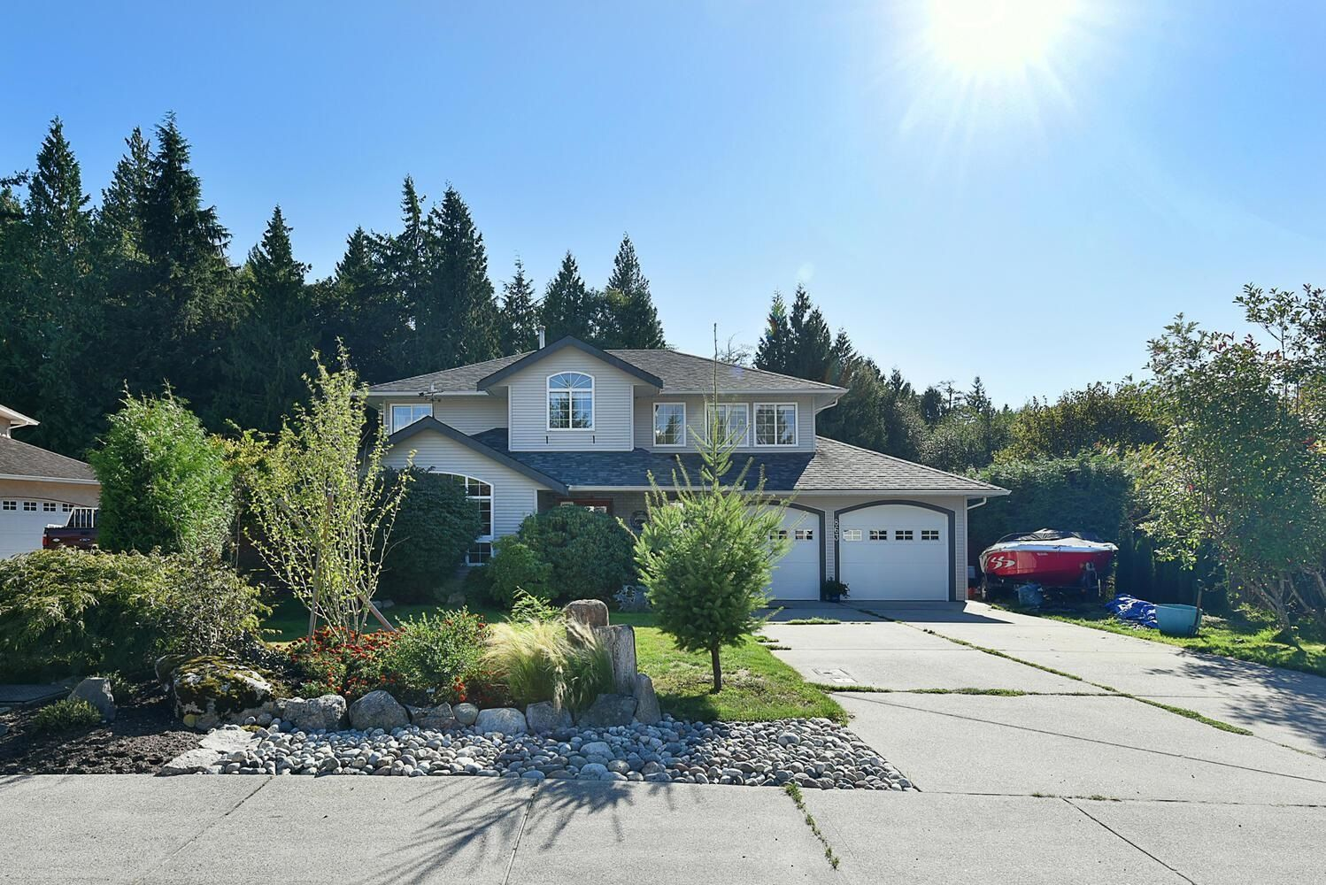 """Main Photo: 863 INGLIS Road in Gibsons: Gibsons & Area House for sale in """"Oceanmount"""" (Sunshine Coast)  : MLS®# R2618699"""