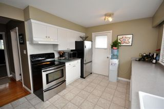 """Photo 8: 4522 62ND Street in Ladner: Holly House for sale in """"HOLLY"""" : MLS®# V990375"""