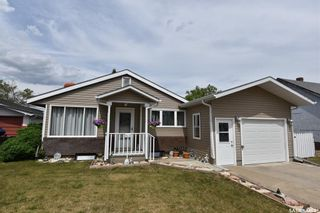 Photo 2: 415 6th Avenue West in Nipawin: Residential for sale : MLS®# SK858472