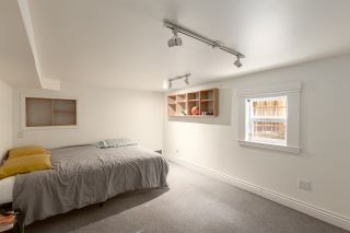 """Photo 18: 1937 GRAVELEY Street in Vancouver: Grandview Woodland House for sale in """"Commercial Drive"""" (Vancouver East)  : MLS®# R2404224"""