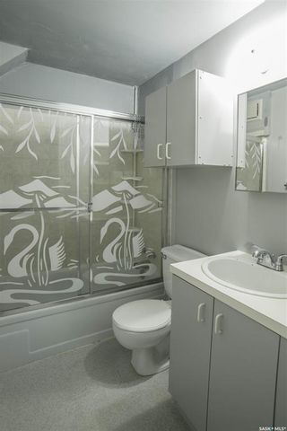 Photo 13: 401 Vancouver Avenue South in Saskatoon: Meadowgreen Residential for sale : MLS®# SK870844