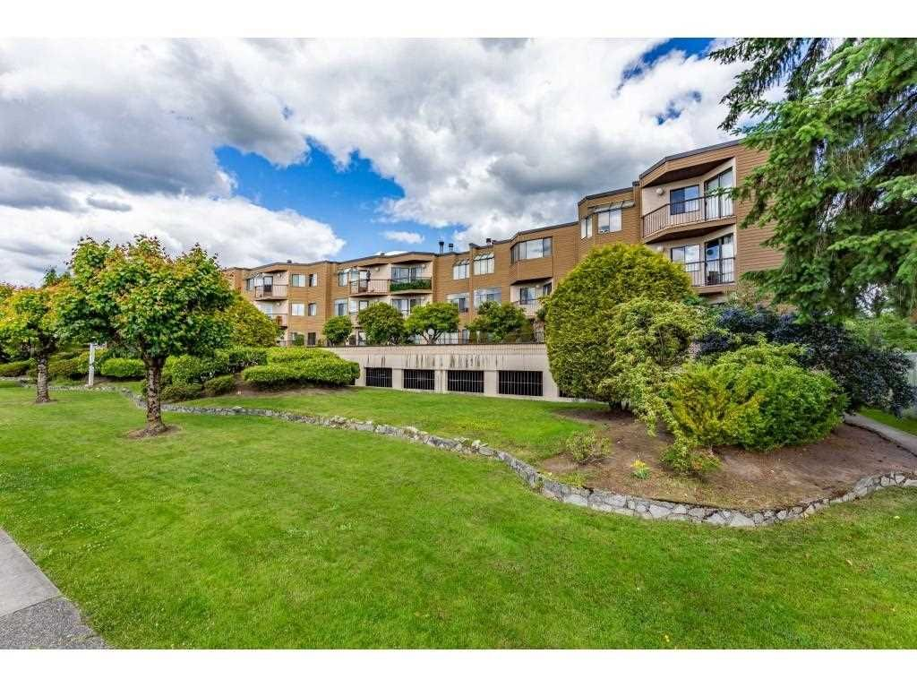 """Main Photo: 7 11900 228 Street in Maple Ridge: East Central Condo for sale in """"MOONLITE GROVE"""" : MLS®# R2590781"""