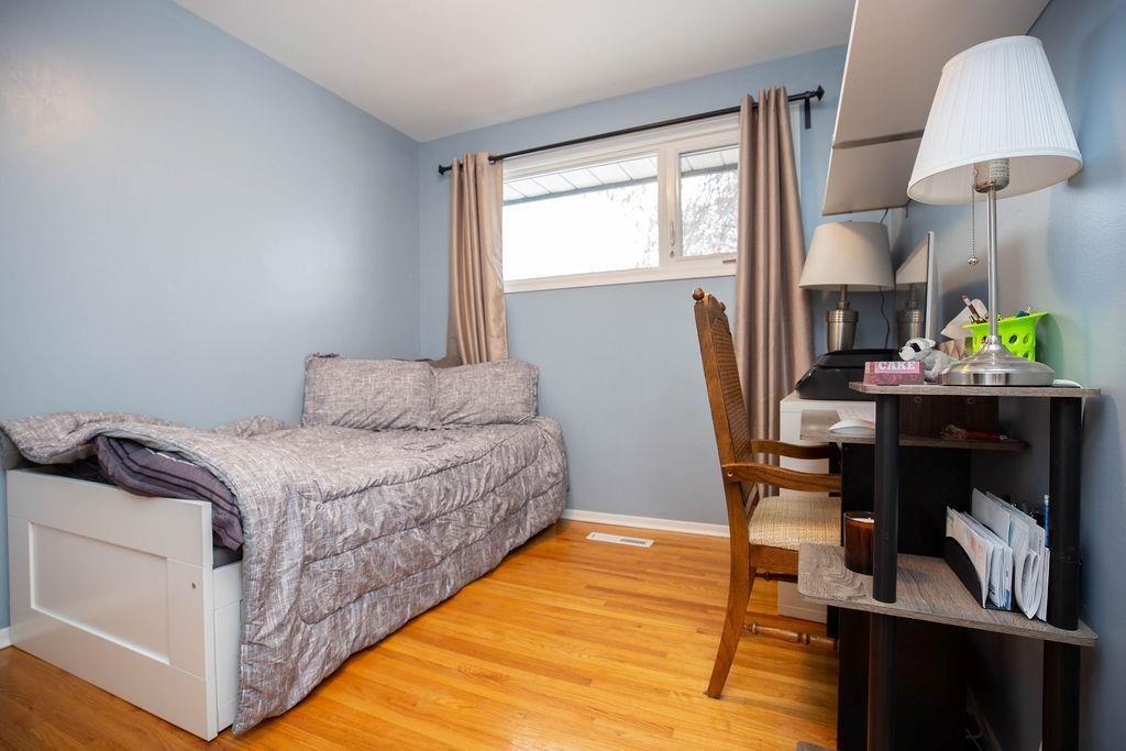Photo 15: Photos: 61 Vincent Massey Boulevard in Winnipeg: Windsor Park Residential for sale (2G)  : MLS®# 202005748
