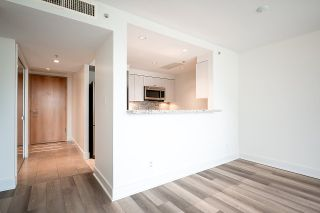 """Photo 3: 2005 590 NICOLA Street in Vancouver: Coal Harbour Condo for sale in """"The Cascina - Waterfront Place"""" (Vancouver West)  : MLS®# R2556360"""
