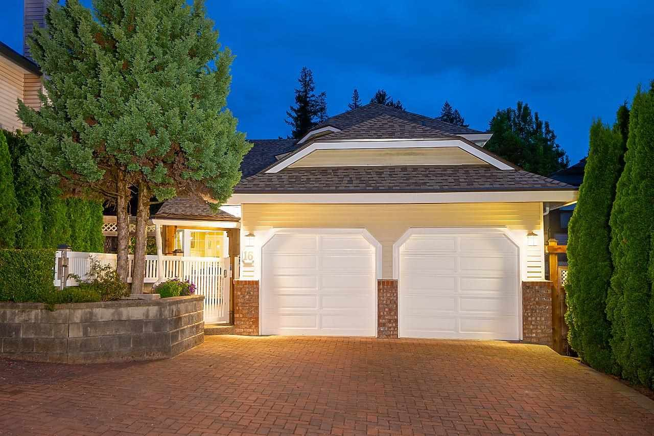 Main Photo: 16 PARKDALE Place in Port Moody: Heritage Mountain House for sale : MLS®# R2592314