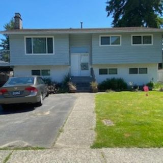 Photo 1: 3392 HASTINGS Street in Port Coquitlam: Woodland Acres PQ House for sale : MLS®# R2590842