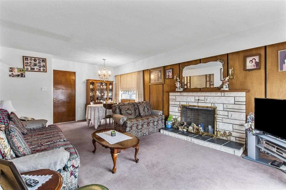 Photo 4: Photos: 3225 ST GEORGE Street in Vancouver: Fraser VE House for sale (Vancouver East)  : MLS®# R2579975