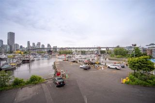 """Photo 33: 301 1510 W 1ST Avenue in Vancouver: False Creek Condo for sale in """"Mariner Walk"""" (Vancouver West)  : MLS®# R2589814"""