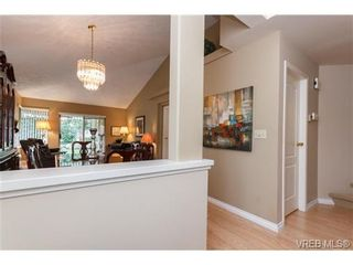 Photo 4: 301 510 Marsett Pl in VICTORIA: SW Royal Oak Row/Townhouse for sale (Saanich West)  : MLS®# 684520